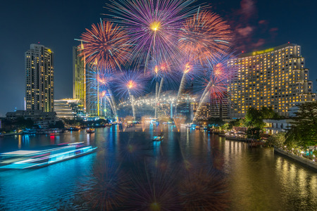 Foto de Fantastic Multicolor Firework exploding over the Bangkok Cityscape river side for Celebration, Business architecture and celebration and happy new year and merry christmas concept - Imagen libre de derechos