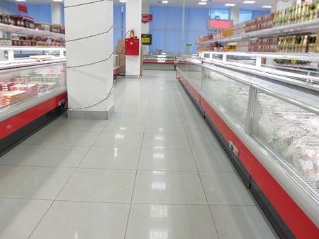 Photo pour the image of a rows in a supermarket - image libre de droit