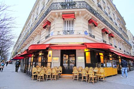 Foto de Paris, France, February 7, 2016: street cafe in Paris, France - Imagen libre de derechos