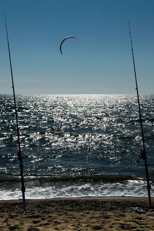 Photo pour Fishing rods on the sea  with kite surfing - image libre de droit