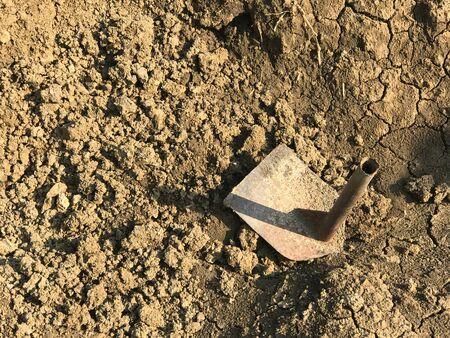 Photo pour Shorten hoe on soil for plantation and gardening under sun light - image libre de droit