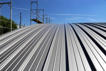 Foto de Industry standing seam roof - Imagen libre de derechos