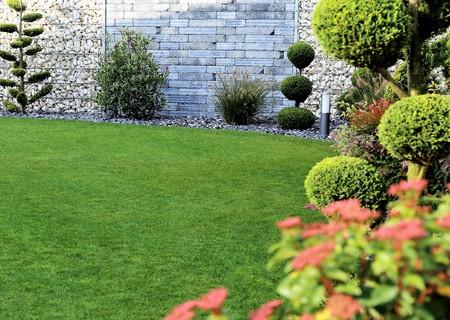 Photo pour Neat and tidy garden - image libre de droit