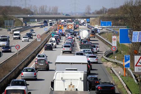 Photo pour Traffic jam on a german highway - image libre de droit