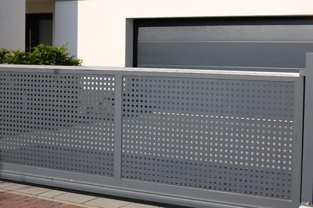 Photo pour Electrical sliding gate / rolling gate - image libre de droit