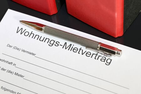 Photo pour Blank form of a rental contract for an apartment in german letters - image libre de droit