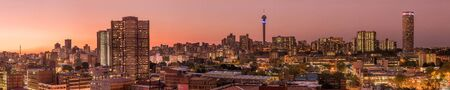 Photo pour A beautiful and dramatic panoramic photograph of the Johannesburg city skyline, taken on a golden evening after sunset. - image libre de droit