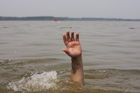 Hand of drowning man waits for help in the lakeの素材 [FY31021407562]