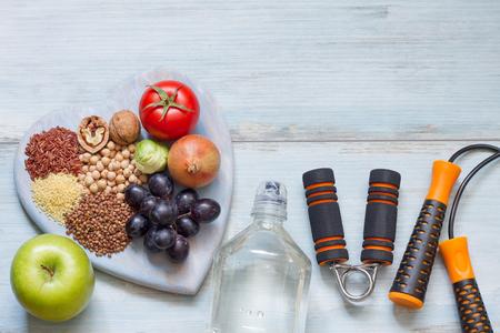Photo pour Healthy lifestyle concept with diet and fitness - image libre de droit