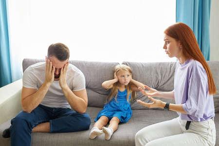 Photo pour divorced caucasian parents arguing about child custody, divide property and child. parental fmaily quarrels concept - image libre de droit