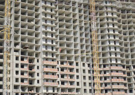 Photo pour Front wall of a monolithic concrete building under construction close-up. - image libre de droit