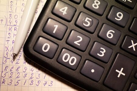 Photo pour calculator and costing, tax payment, accountant work - image libre de droit