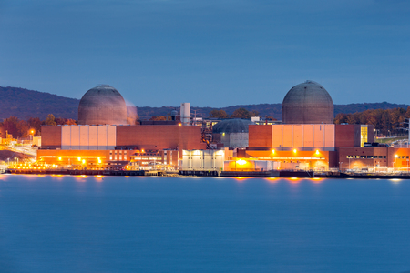 Foto per Nuclear power plant on the Hudson River, north of New york City - Immagine Royalty Free