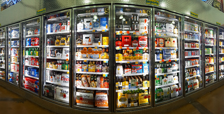 Photo pour Cold beer aisle in a Bottle King store.  Bottle King is the largest New Jersey retailer of wine, beer and spirits. - image libre de droit
