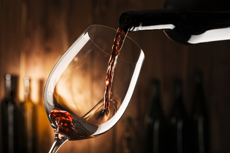 Foto für glass with red wine on wooden background - Lizenzfreies Bild