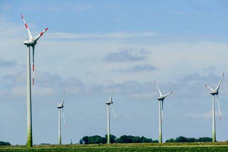Photo pour wind turbines in the field, beautiful photo digital picture - image libre de droit