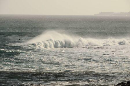 Foto per Big Blue Wave Breaks in the Atlantic Ocean - Immagine Royalty Free