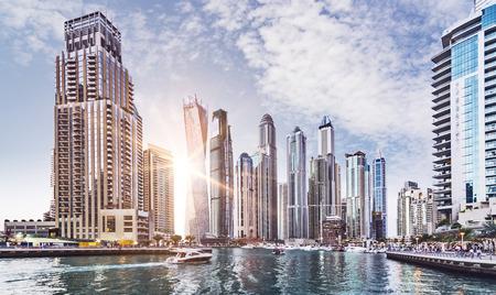 Photo pour Skyline of Dubai Marina in the evening sun, United Arab Emirates, Middle East - image libre de droit