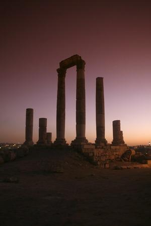 ASIEN, NAHER OSTEN, JORDANIEN, AMMAN, UEBERSICHT, ZENTRUM,  ZITADELLE, RUINEDie Ruinenanlage in der Zitadelle auf einem Huegel mitten im Zentrum der Jordanieschen Hauptstadt Amman  im Oktober 2007.  (KEYSTONE/Urs Flueeler)