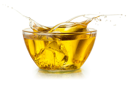 Photo pour Cooking oil. Splash isolated on white. With clipping path. - image libre de droit
