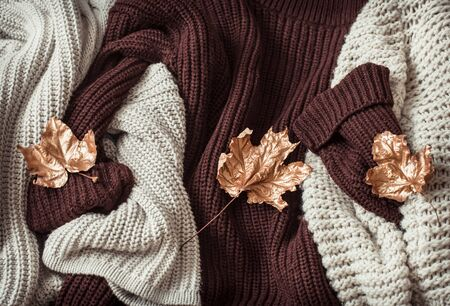 Photo pour Hello Autumn flat lay background. Autumn background with cozy sweaters and gold leaves. Top view. - image libre de droit