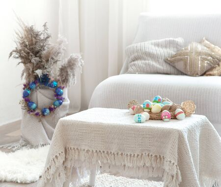Photo pour Home cozy interior with Easter decor on the table. The concept of Easter holidays. Home entertainment - image libre de droit