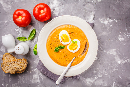 Photo pour Homemade Spanish salmorejo with egg in a white plate, copy space. - image libre de droit