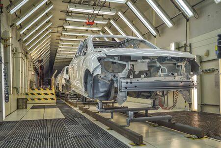 Photo pour Production line of automobile plant, painting shop - image libre de droit