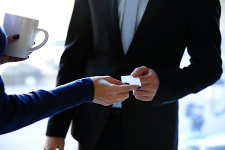 Photo pour Concept shot of exchange business card between man and woman - image libre de droit
