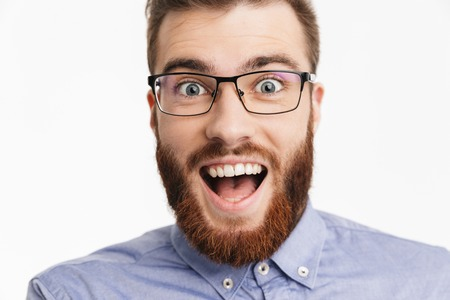 Photo pour Close up image of Surprised happy bearded elegant man in eyeglasses rejoices and looking at the camera over grey background - image libre de droit