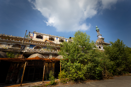 Photo pour Photographic reportage of the abandoned city of Consonno (Lecco, Italy) - image libre de droit
