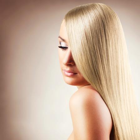 Photo pour beautiful woman with long hair,close-up - image libre de droit