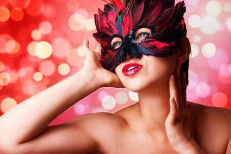 Photo pour Single beautiful woman in carnival mask - image libre de droit