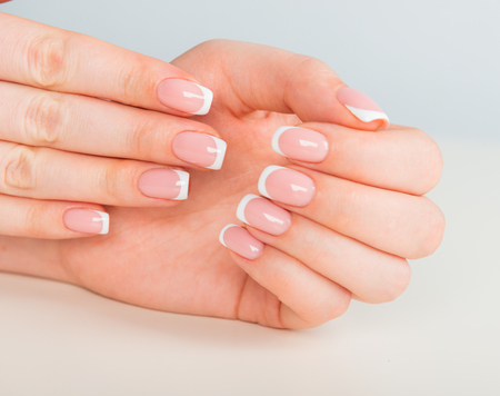 Photo pour Beautiful woman's hands with beautiful nails after manicure salon with french manicure - image libre de droit