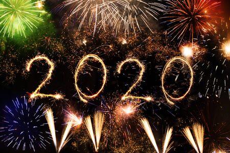 Photo pour 2020 made with sparklers on black background - image libre de droit