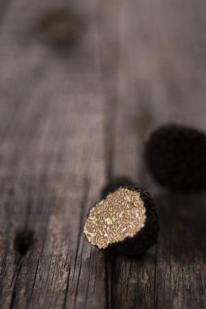 Photo pour Natural black truffle on old wood table - image libre de droit