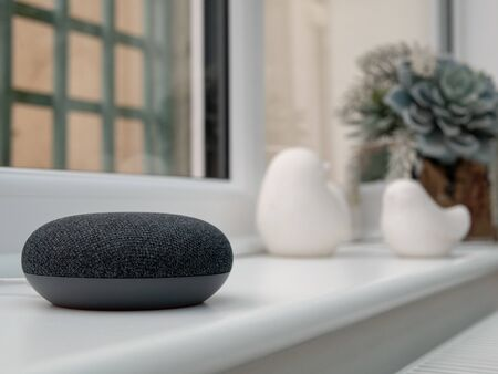 Foto de smart home device on windowsill - Imagen libre de derechos