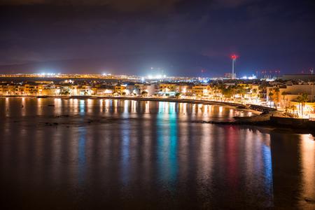 Photo pour Night view of illuminated coastal town Arinago. Gran Canaria, Spain - image libre de droit
