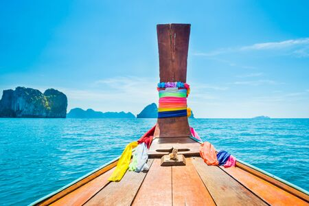 Photo pour View from head of traditional wooden boat to blue sea and tropical islands - image libre de droit