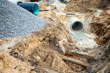 Photo pour Big pipe or tube for water sewer on construction site during road repair - image libre de droit