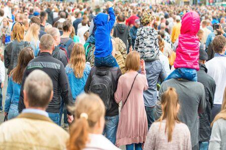 Photo pour Crowd of people walking on the city street - image libre de droit