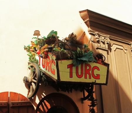 Foto de wooden shops with a great leaderboard Fruit Baskets - Imagen libre de derechos