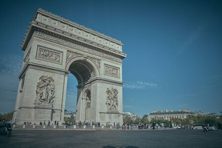 Photo pour PARIS, FRANCE - OCTOBER 23, 2019 : Arc de Triomphe the parisian monument of the second world war - image libre de droit