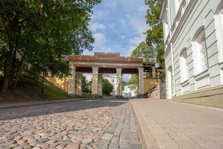 Photo pour Tartu, Estonia, 02 August 2020, streets in the city center, sunny morning. High quality photo - image libre de droit