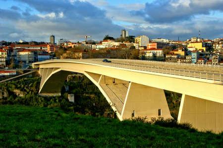 Photo pour Infante bridge over Douro river in Oporto, Portugal - image libre de droit