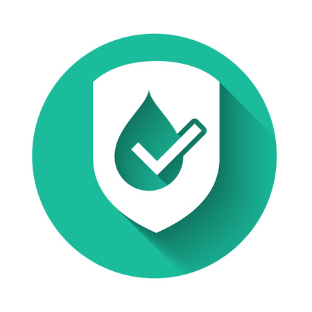Illustration pour White Waterproof icon isolated with long shadow. Water resistant or liquid protection concept. Green circle button. Vector Illustration - image libre de droit