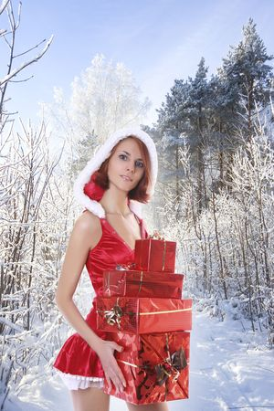 Photo pour sexy young Santa-girl with presents in forest - image libre de droit