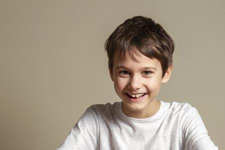 Photo pour Portrait of happy smiling boy - image libre de droit