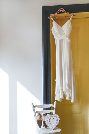 Foto de White bridal dress hanging on peg - Imagen libre de derechos