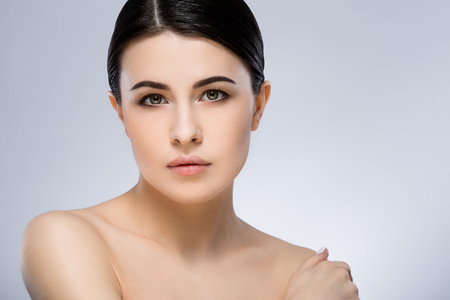 Photo pour Darkhaired girl with nude make up at studio - image libre de droit